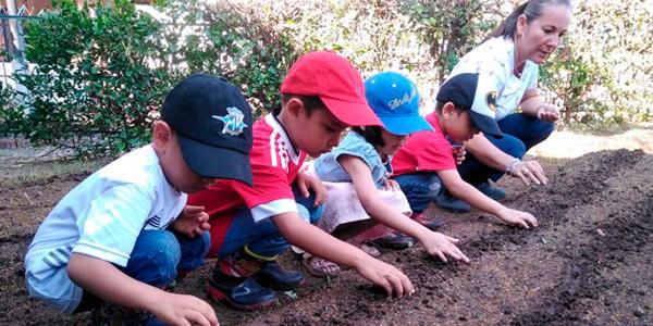 Visita del Preescolar a la Huerta